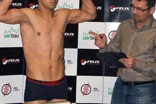 A budakalászi Felix Promotion bokszgála mérlegelésének fotói