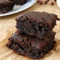 Cukkini brownie bodzás mascarpone krémmel