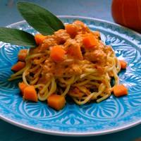Zsályás-chilis sütőtökkrémes spagetti