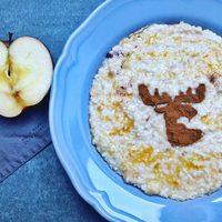 Köleskása reszelt almával, fahéjjal, karamellel és Rudolffal