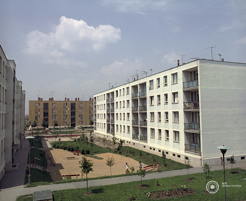 Tiszaszederkény, 1966. július 5. Lakóépületek a Tiszai Vegyi Kombinát (TVK) közelében lévő városban. MTI Fotó: Vitályos József<br />Tiszaszederkény 1970-től lett Leninváros, majd 1991-től Tiszaújváros.