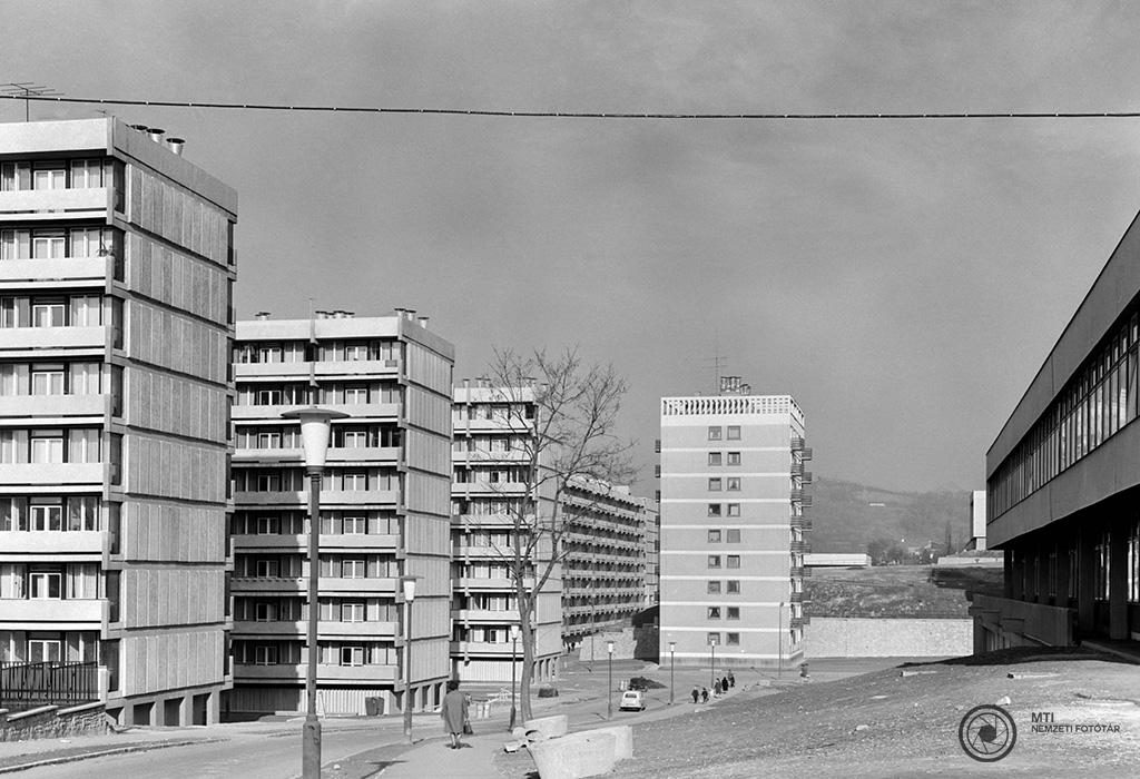 Salgótarján, 1967. november 16. Az új főtér és városközpont. A Lovász utcai lakóházakat Magyar Géza, a Lakóterv alkalmazottja tervezte. MTI Fotó: Balassa Ferenc