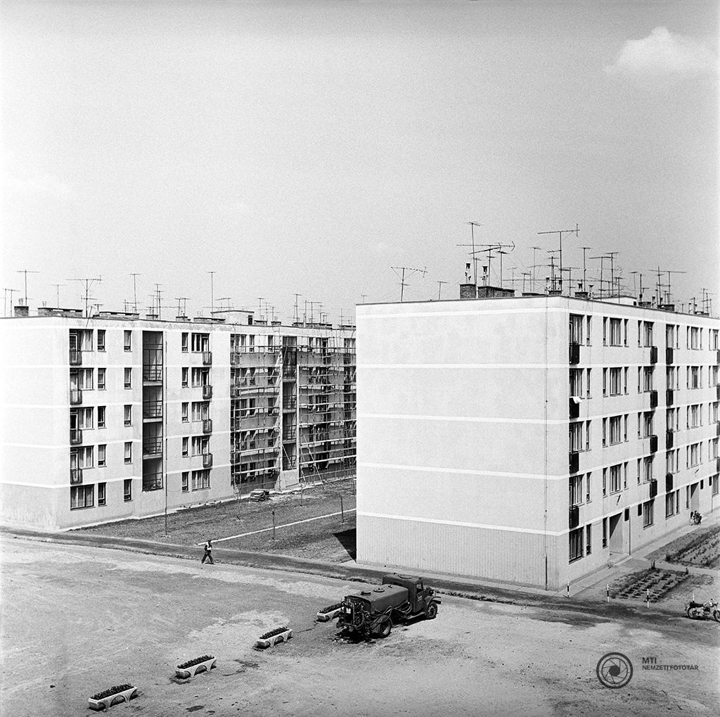 Kaposvár, 1968. május 17. Panelházak Kaposvár új lakónegyedében. MTI Fotó: Bajkor József