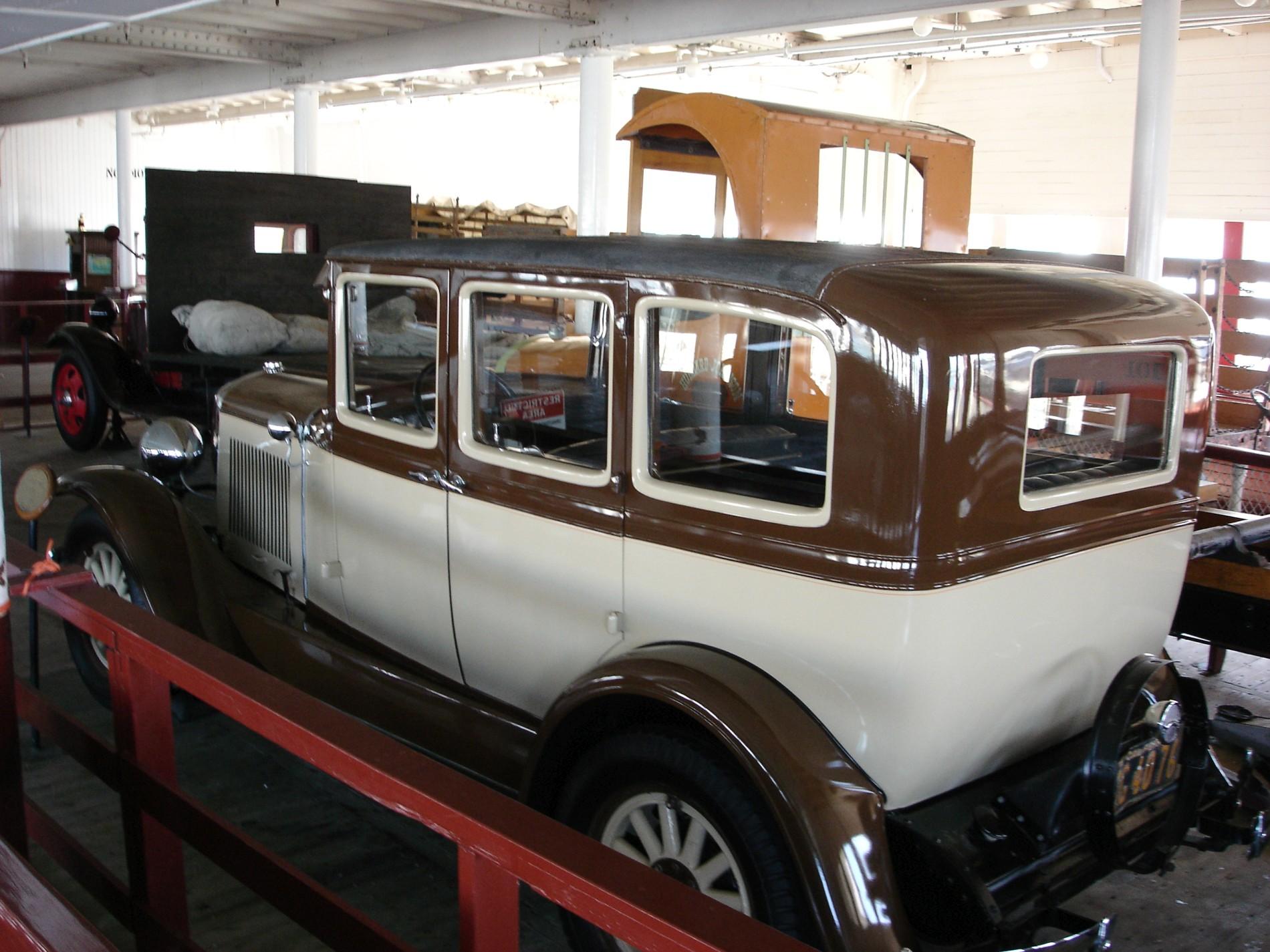 7_1930_graham_paige_sedan_1.JPG