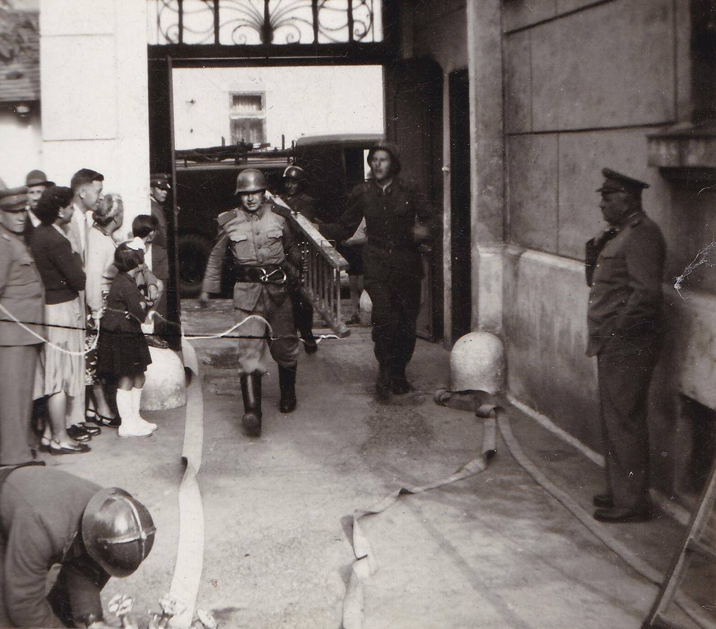 1955a.jpg