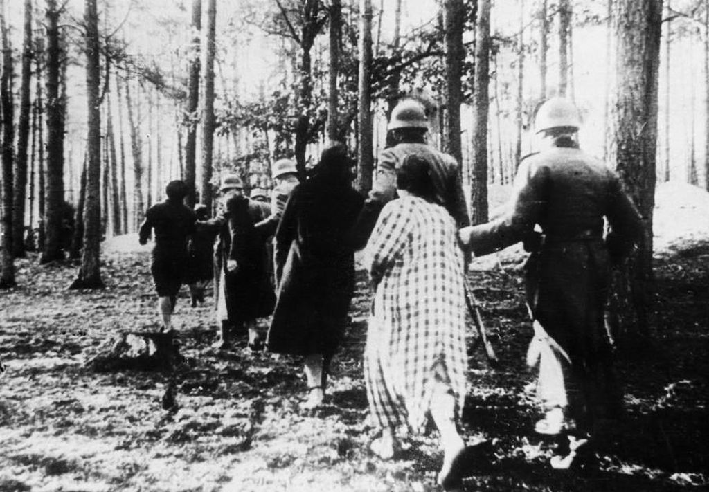 polish_women_led_to_mass_execution_in_a_forest_near_palmiry.jpg