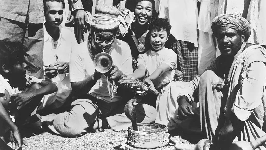 dizzy_gillespie_plays_for_snakes_karachi_pakistan_1956.jpg