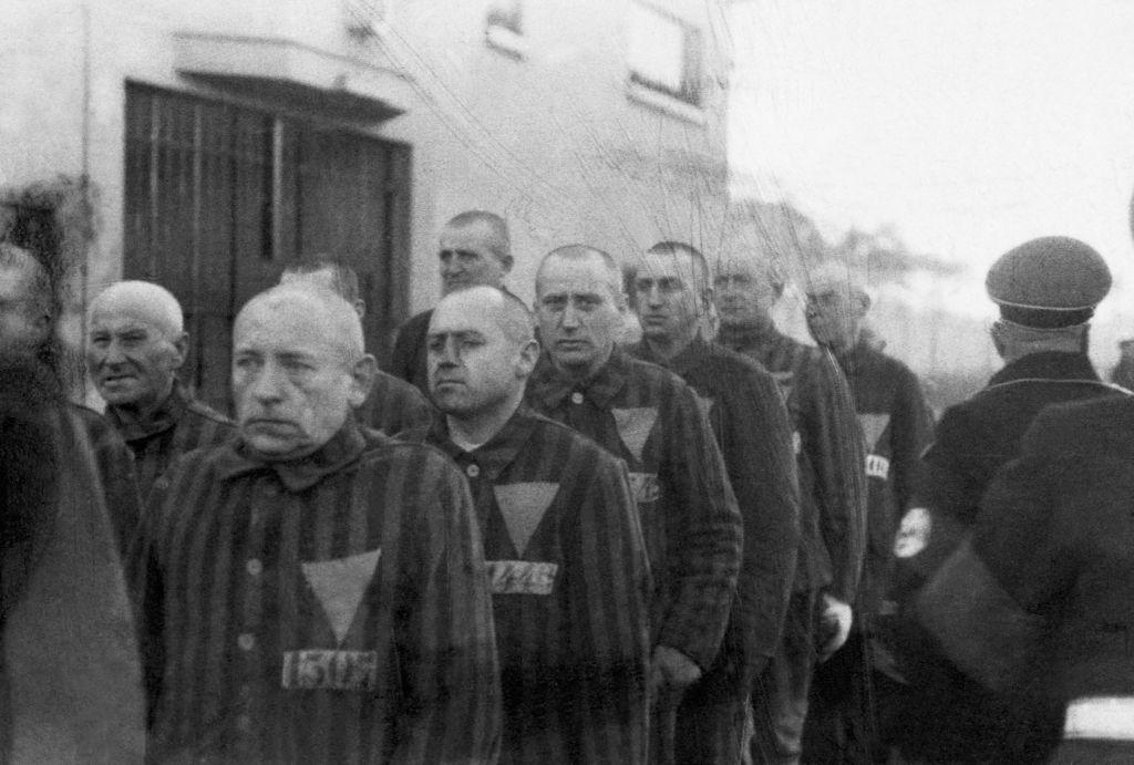homosexual-triangle-prisoners.jpg