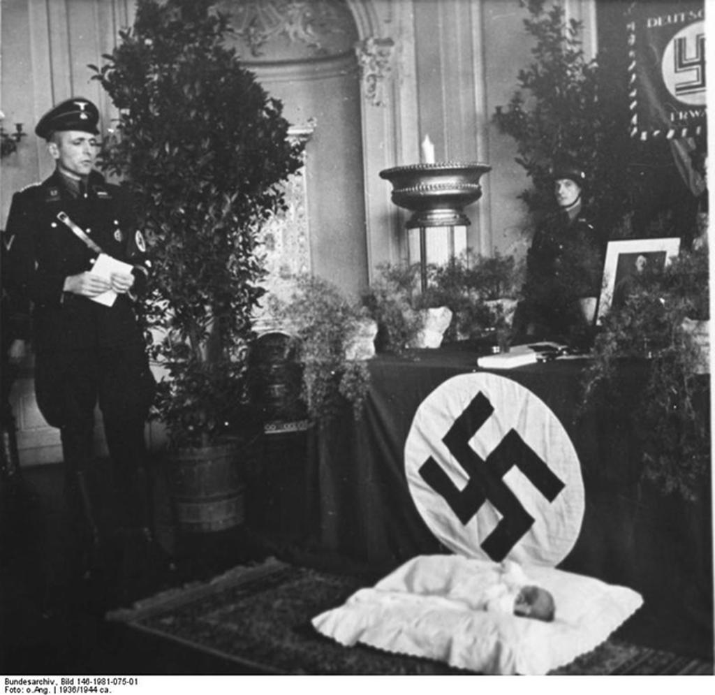 lebensborn_gyermek_keresztelese_1936.png