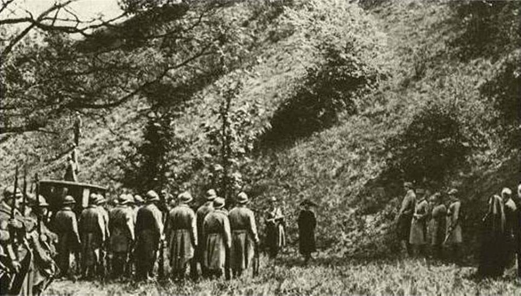 the_execution_of_mata_hari_in_1917.jpg