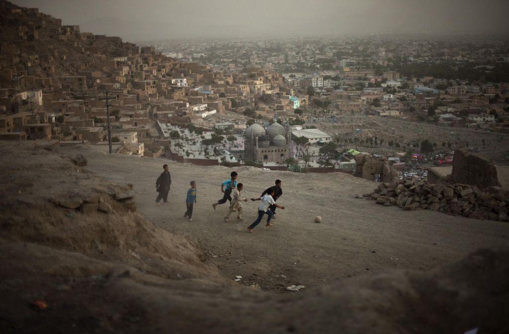 afghan_children_play_football_in_a_street_in_kabul_afghanistan_on_friday_july_17_2009.jpg