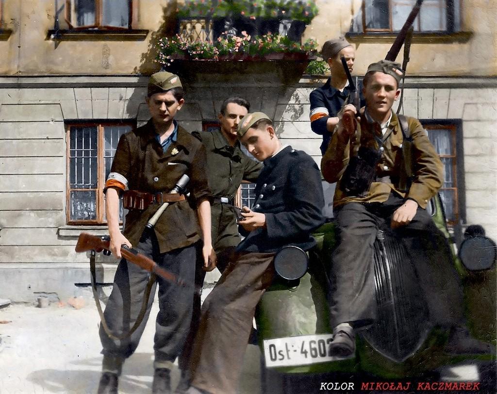 1944_augusztus_varsoi_lazadok_egy_elfogott_auton_foto_zygmunt_kukiela.jpg