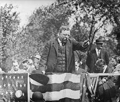 Az elnökjelölt, aki lőtt sebbel tartott beszédet
