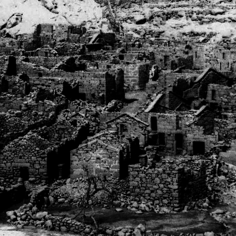 Olvasnivaló - 27. A diktátor és a kétezer éves falu