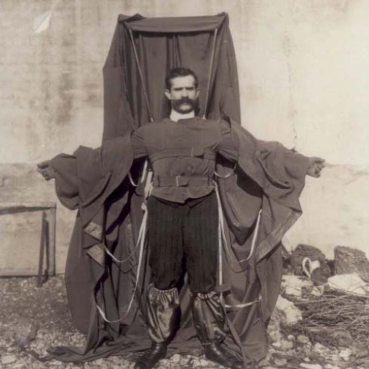 TEGNAPELŐTTI HÍRADÓ: A repülő szabó - 1912