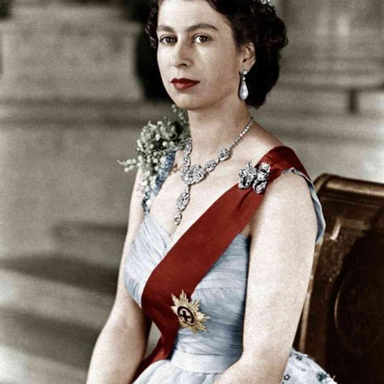 TEGNAPELŐTTI HÍRADÓ: II. Erzsébet megkoronázása