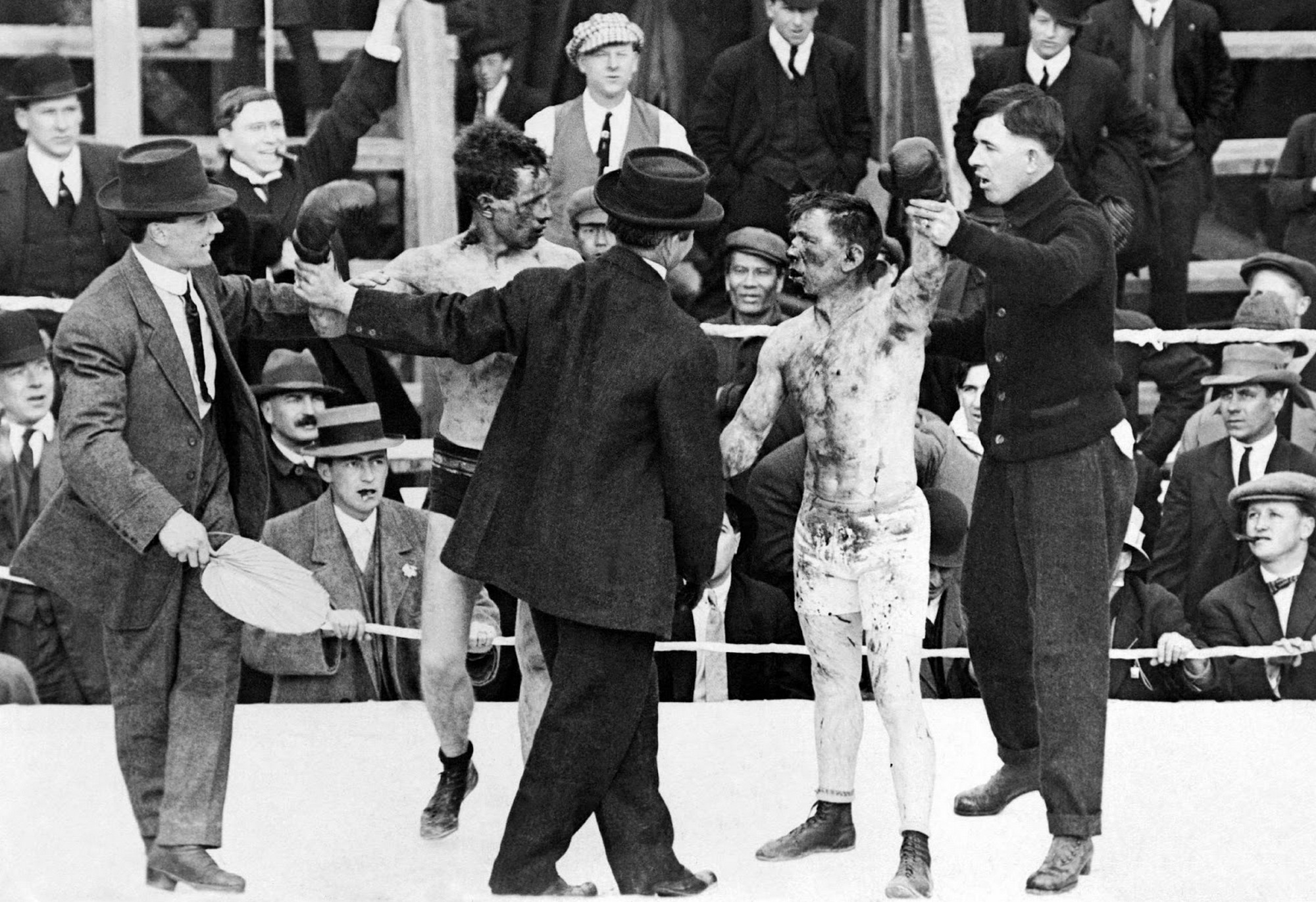 1913. Roy Campbell vs. Dick Hyland. Micsoda meccs lehetett....jpg