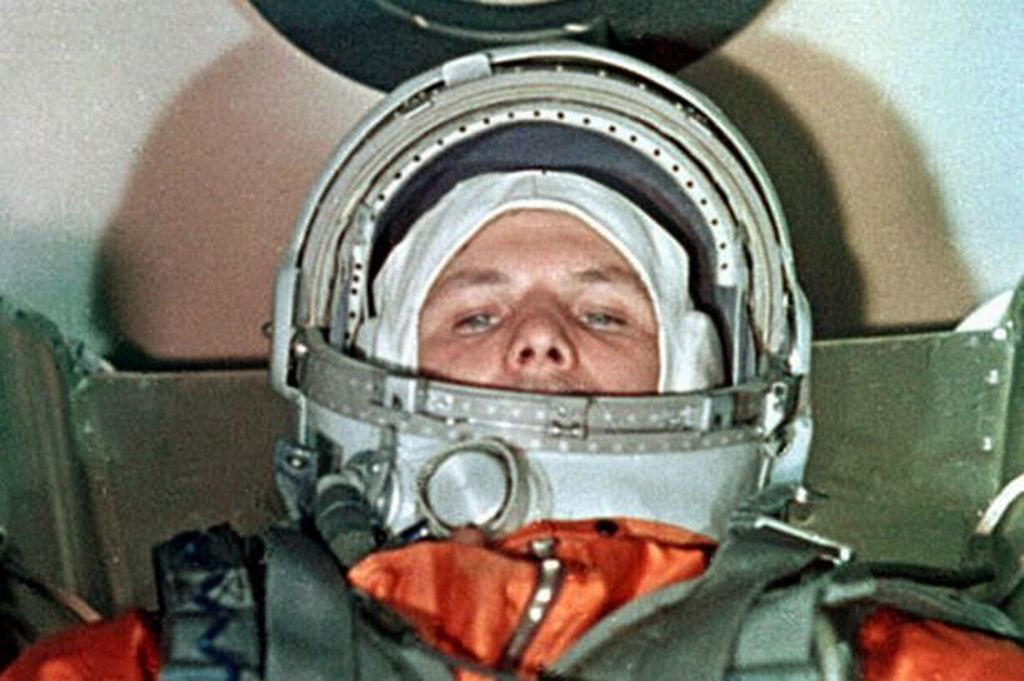 05_gagarin_just_moments_before_he_took_off.jpg