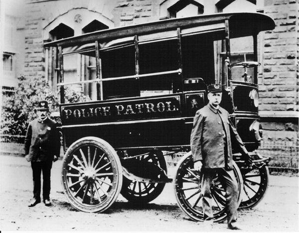 1899_First-Motorized-Patrol-Vehicle-2_elektro.jpg