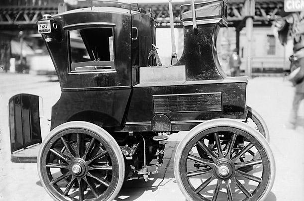 1900_New York City Electro Taxi.jpg