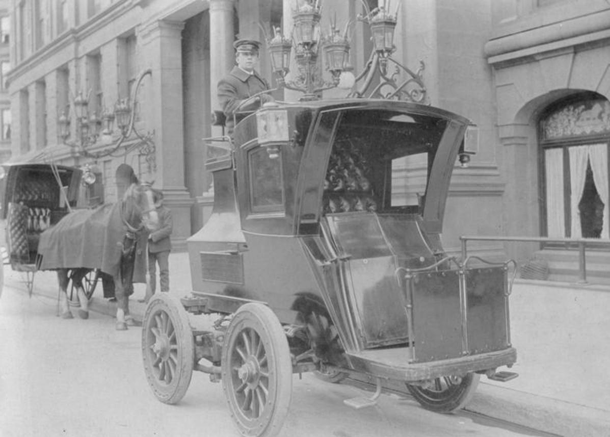 1904. Elektromos taxi Berlin.jpg