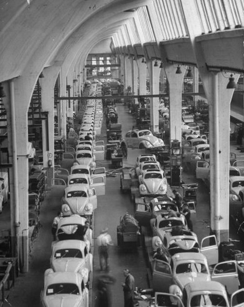 Scene+at+Volkswagens+Main+Plant+Wolfsburg+Germany+July+1951+14.jpg