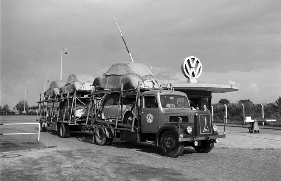 Scene+at+Volkswagens+Main+Plant+Wolfsburg+Germany+July+1951+17.jpg