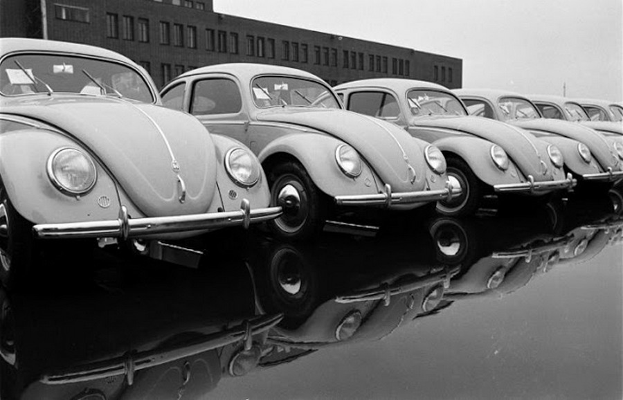 Scene+at+Volkswagens+Main+Plant+Wolfsburg+Germany+July+1951+19.jpg