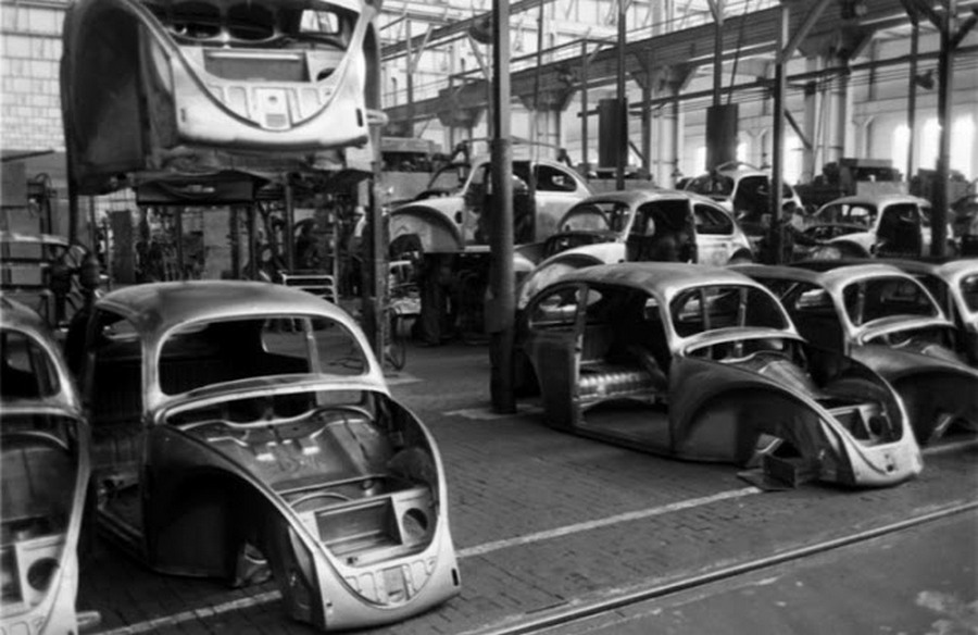 Scene+at+Volkswagens+Main+Plant+Wolfsburg+Germany+July+1951+7.jpg