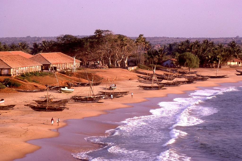 Galle várostól délre a ma is gyönyörű Unawatuna Beach