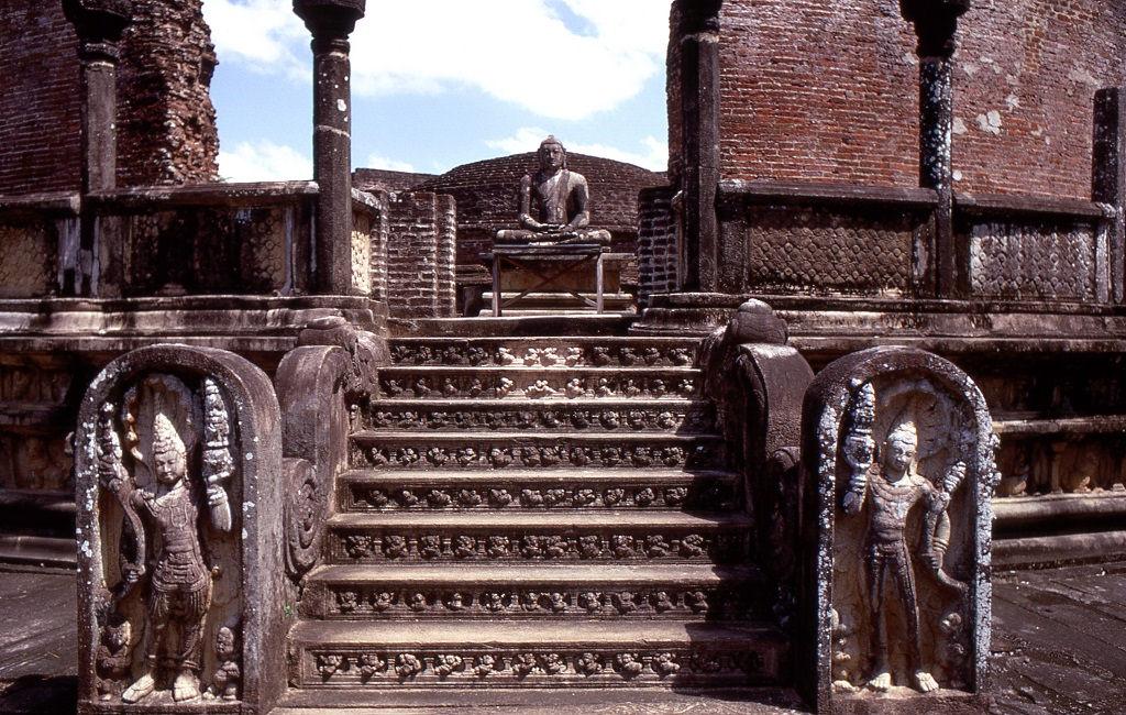 A körtemplom valószínűleg a legrégebbi épületrom az ősi városban