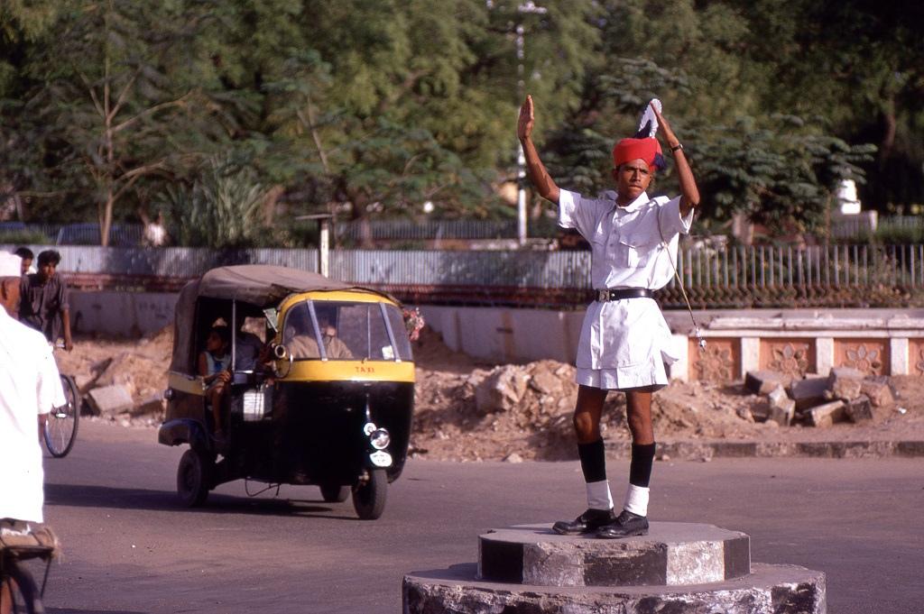 Közlekedési rendőr a kétmilliós Dzsaipurban (Jaipur).