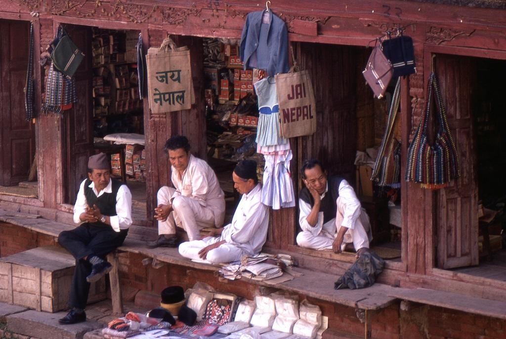A belvárosi árusok is szinte unatkoznak. Nagy volt a kontraszt a nyüzsgő indiai városokhoz képest.