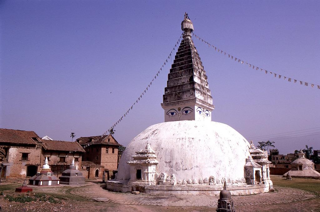 Buddhista sztúpa Chabahilben, útban Bodhnath felé