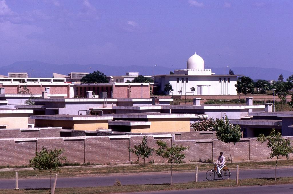 Iszlámábád, a nem sokkal korábban 1960-ban alapított város, azóta az ország fővárosává vált.