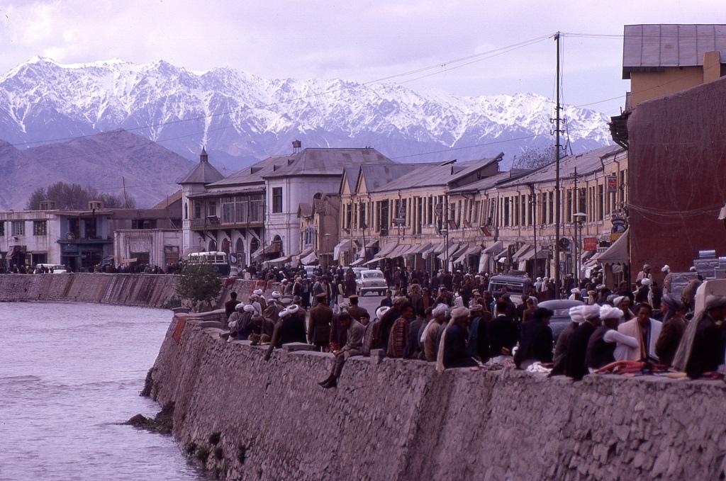 A főváros és tavasszal bővizű folyója