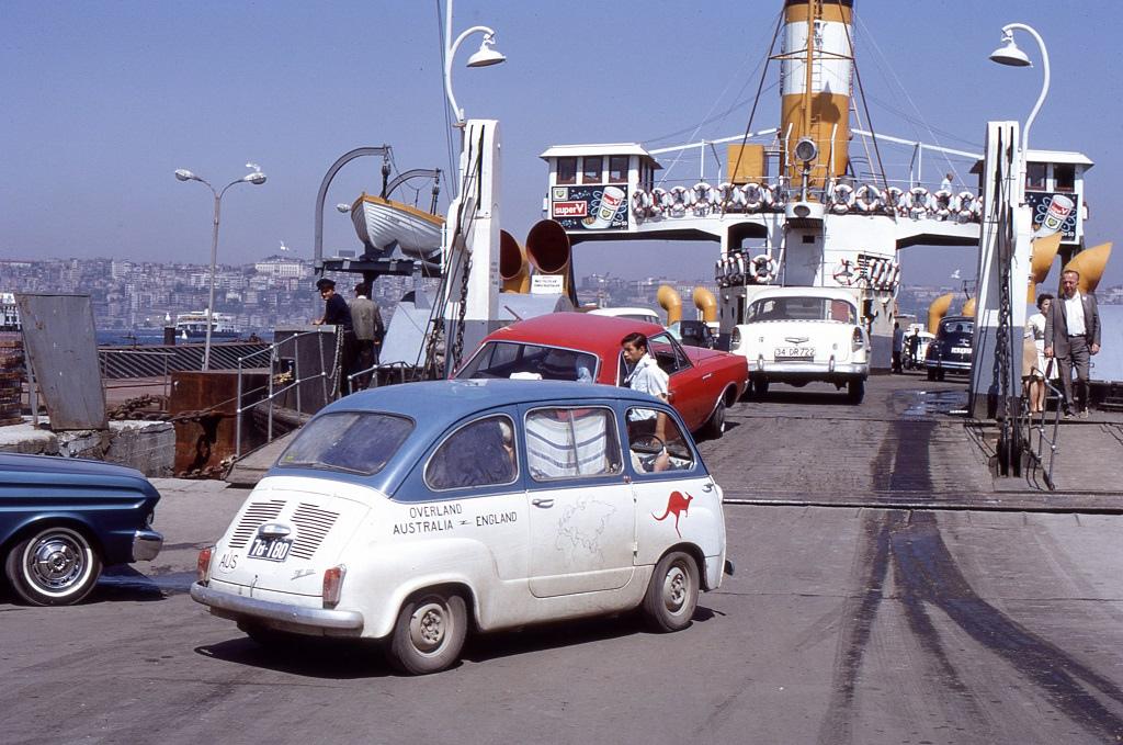 Kompon Európába. A Boszporuszon keresztül Isztambulban.
