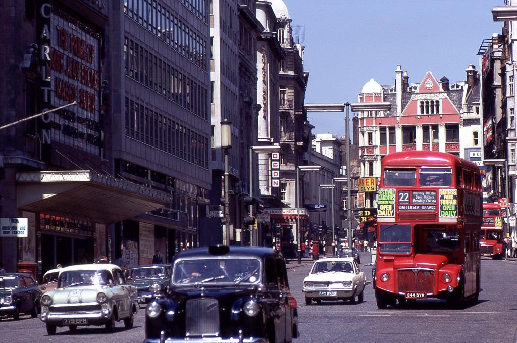 London, forgalom a Haymarketen.