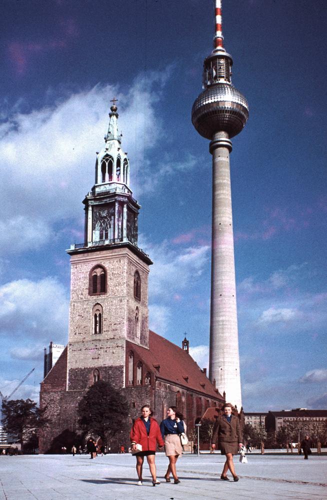 1968. Berlin, St Marien és St Walter templom, háttérben a TV-torony..jpg