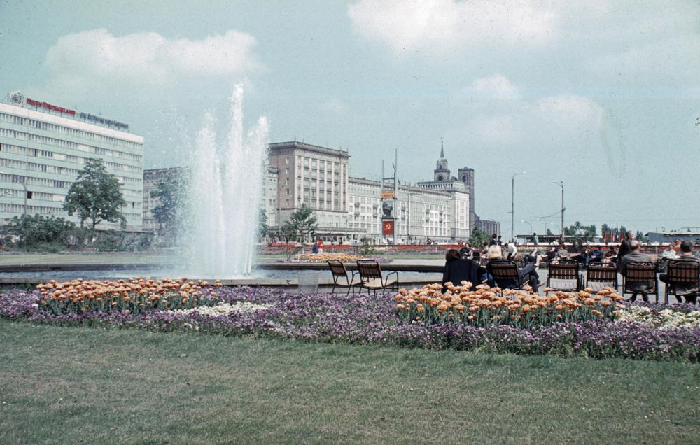 1971. Magdeburg. Ernst-Reuter-Allee..jpg