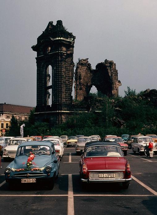 1977. Drezda, a háborúban lebombázott Frauenkirche..jpg