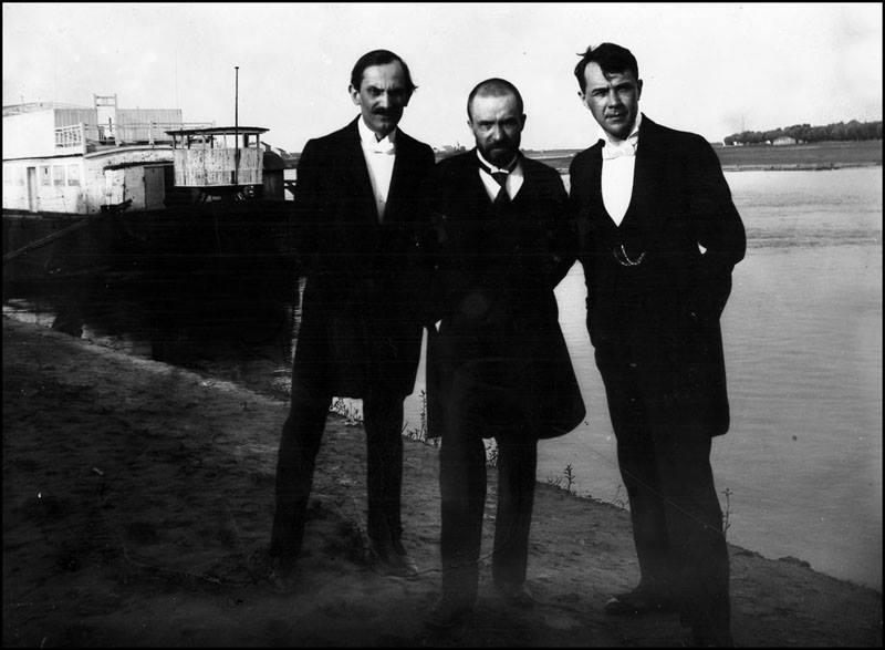 babits_mihaly_juhasz_gyula_es_kosztolanyi_dezso_a_tisza-parton_1923.jpg