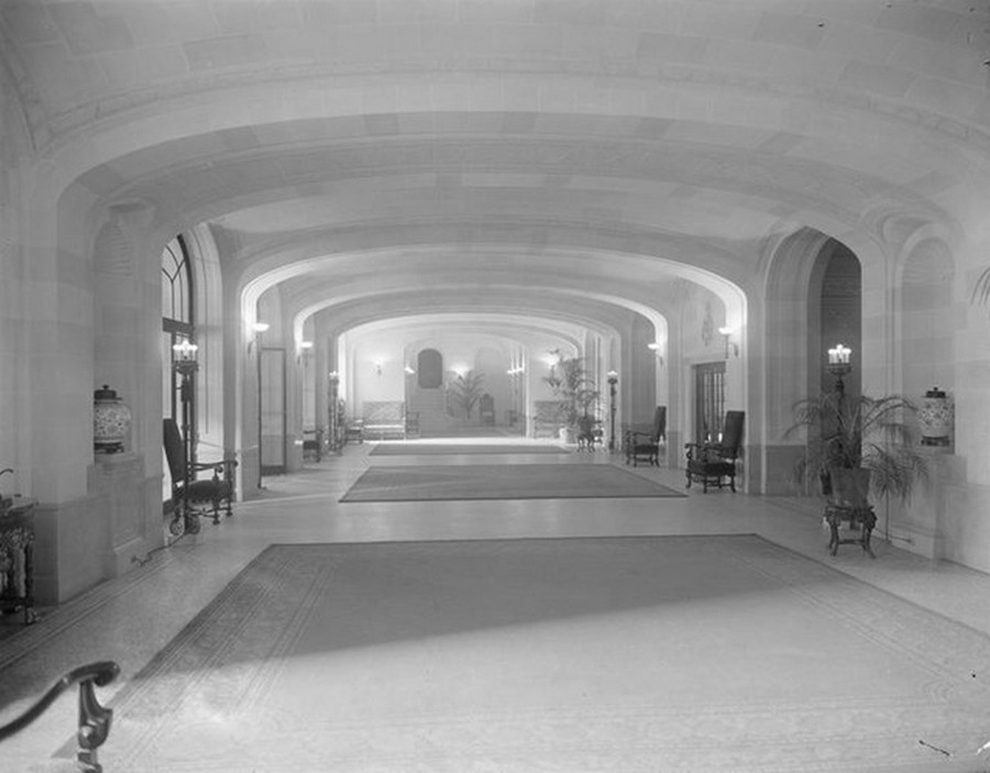1915. Park Avenue between 52nd and 53rd Streets. Montana Apartments, entrance hall. 1915.jpg