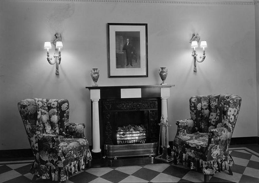 1929. 215 East 72nd Street, NYC. Entrance hall fireplace. November 16, 1929.jpg