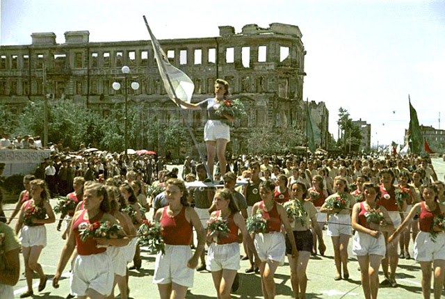 Color photographs of athletic parades in Stalingrad in May 1945 (1).jpg