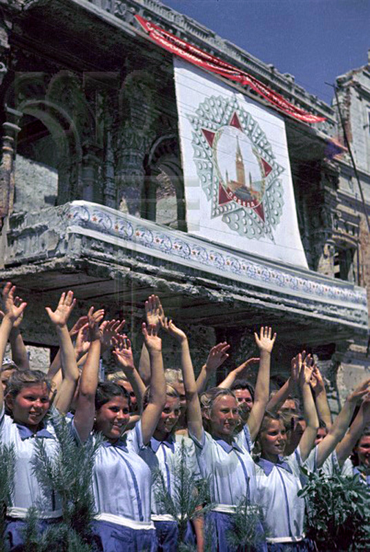 Color photographs of athletic parades in Stalingrad in May 1945 (8).jpg