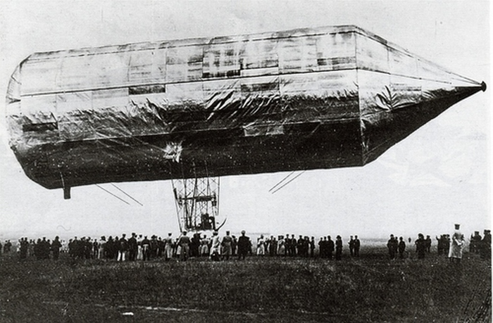 1897. A keszthelyi Schwarz Dávid technikus a merev szerkezetű, kormányozható léghajó feltalálója. Találmányát halála után az özvegyétől vásárolta meg Zeppelin gróf aki e léghajók révén vált ismertté..jpg