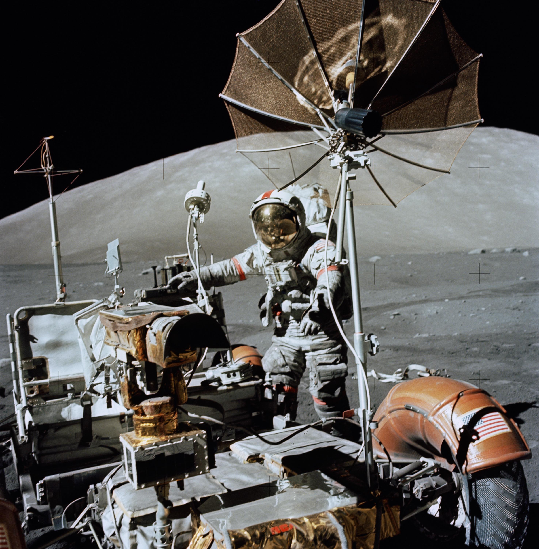 1972. Eugene A. Cernan, Apollo 17 parancsnok a Hold felszínén..jpg