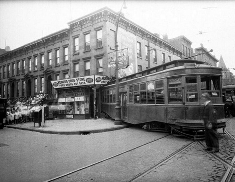 1931_a_street_car_collision_on_nostrand_and_putnam_avenues_in_brooklyn.jpg