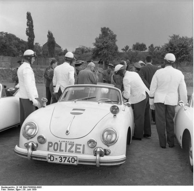 1959_a_nyugat-nemet_autopalya_rendorseg_porsche_356-os_elfogogepkocsija.jpg